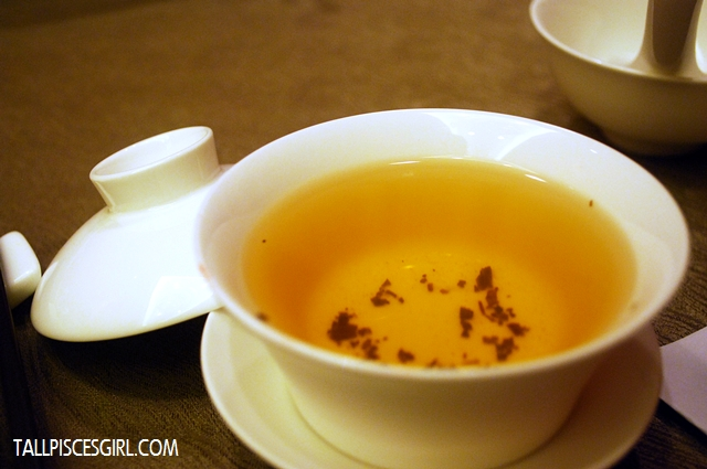 Let's have some premium Chinese tea to taste the mains better