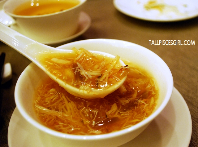 金银瑶柱太子羹 Braised Australian Scallop Soup with Dried Scallop and Snow Fungus in Egg White