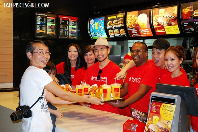Here you go =) Celebrities involved were Phat Fabes (Fly FM), Leya (HotFM), Nicholas Ong (OneFM), Julie Woon, Megan, Dennis Lau and Chelsia Ng