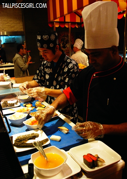 Sushi bar: Food made on demand!