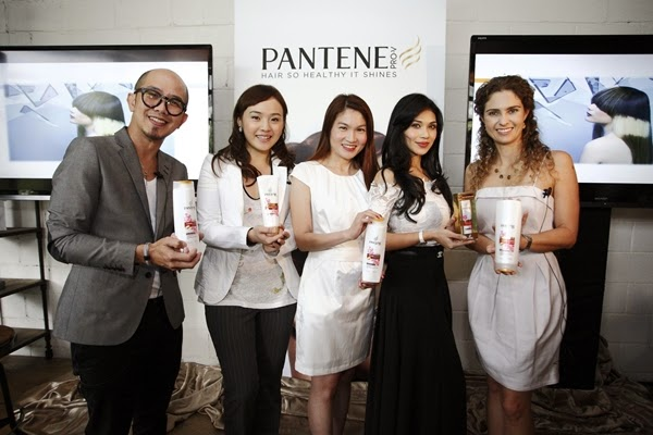 (Left-Right) Founder of Hair Atelier, Aaron Yap; Shoe Designer, Christy Ng; P&G Communication Manager, Ms Goh Seng Jone; Actress, Anzalna Nasir and P&G Asia Hair Care Scientist, Lais Koelle