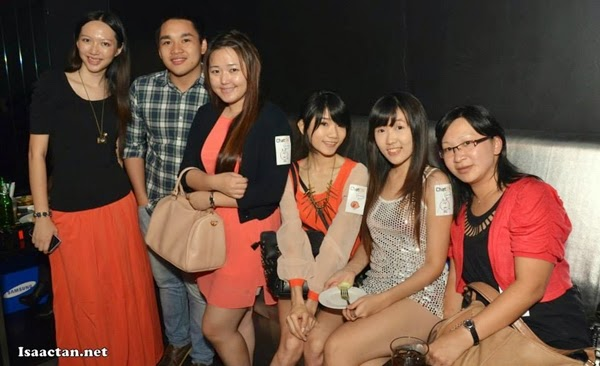 Another photo with the bloggers =)