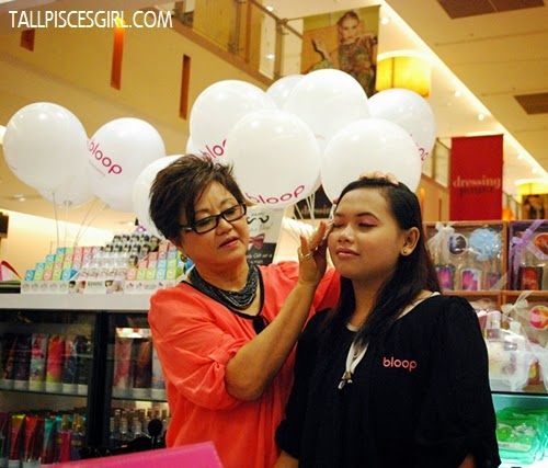 Mrs. Chan, founder of bloop conducts a Basic Makeup Demo