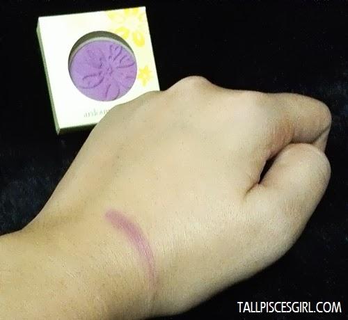 Elianto Ardour Shadow in Lavender Purple on skin