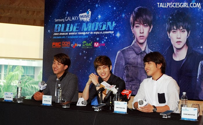 Jong-Hyun has a sunshine smile =)