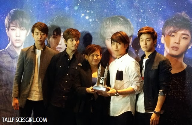 This wasn't the best shot but Yong-hwa looked here!!!! *success kid*