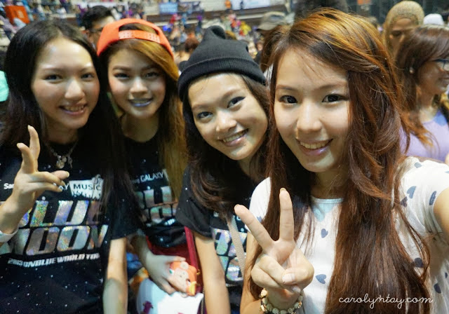Satisfied fan girls: yours truly, Uni, Caroline and Carolyn after the concert! Photo credits: Carolyn Tay