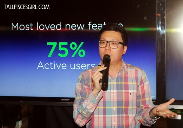Mr. Wayne Tang, Product Marketing Manager of HTC South Asia demonstrates the new features of HTC One Max
