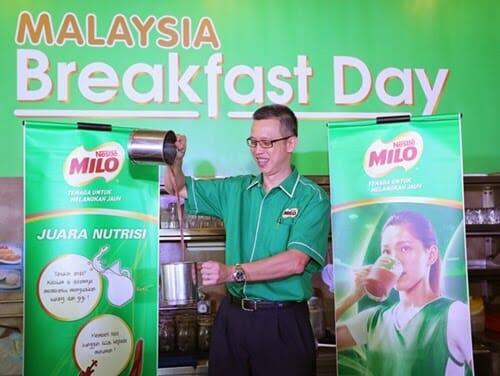 "Mr. Ho Hau Chieh, Executive Director, Dairy Business Unit of Nestle Malaysia attempts a ""MILO® Tarik"" for the cheering crowd"