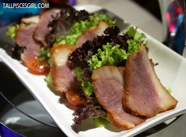 Smoked Duck Salad - Smoked duck breast served with mesclun greens, Capsicum & skewed with kiwi and balsamic dressing (RM 15)