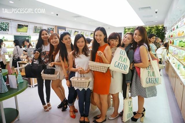 A big bunch of shopaholics!